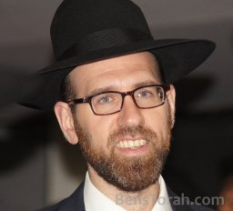 Chazzan Who's Minhag Is Not To Say The Last Paragraphs before Shemona Esreh
